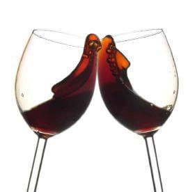 Как правильно вывести пятна от красного вина – лучшие советы