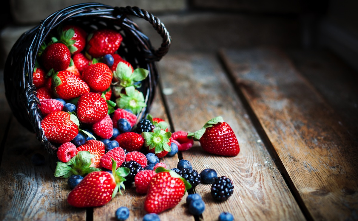 Как вывести пятна от ягод