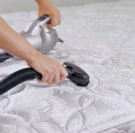 Как вывести пятно от мочи с матраса: полезные советы для домохозяек