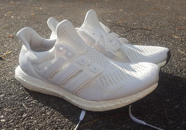 Чем отстирать кроссовки белые