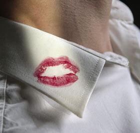 Как отстирать губную помаду: чем удалить яркие пятна с одежды