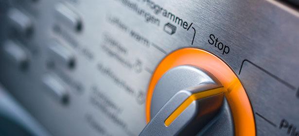 Как остановить стиральную машину во время стирки