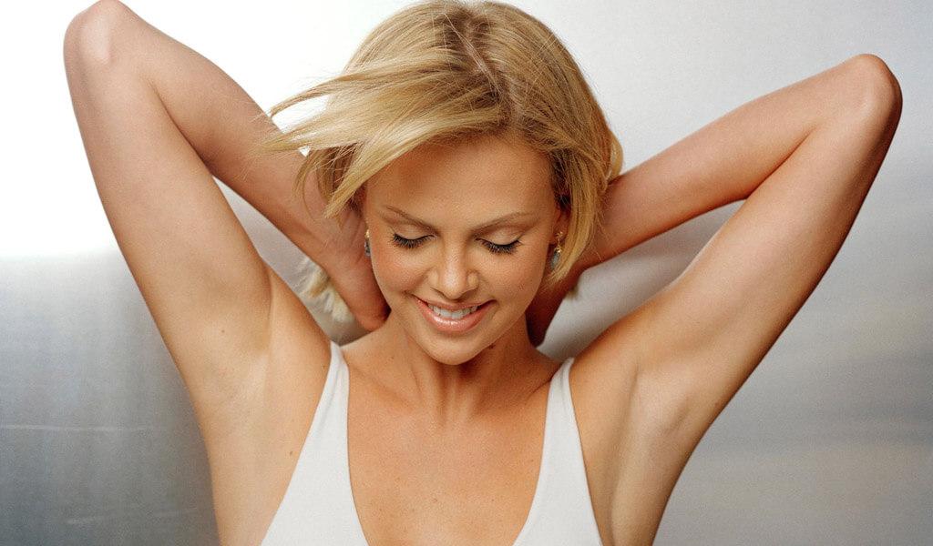 Как отстирать дезодорант с подмышек