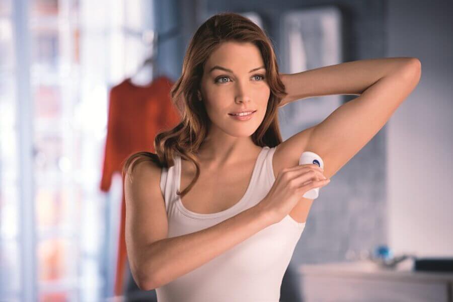 Как отстирать рубашку от дезодоранта