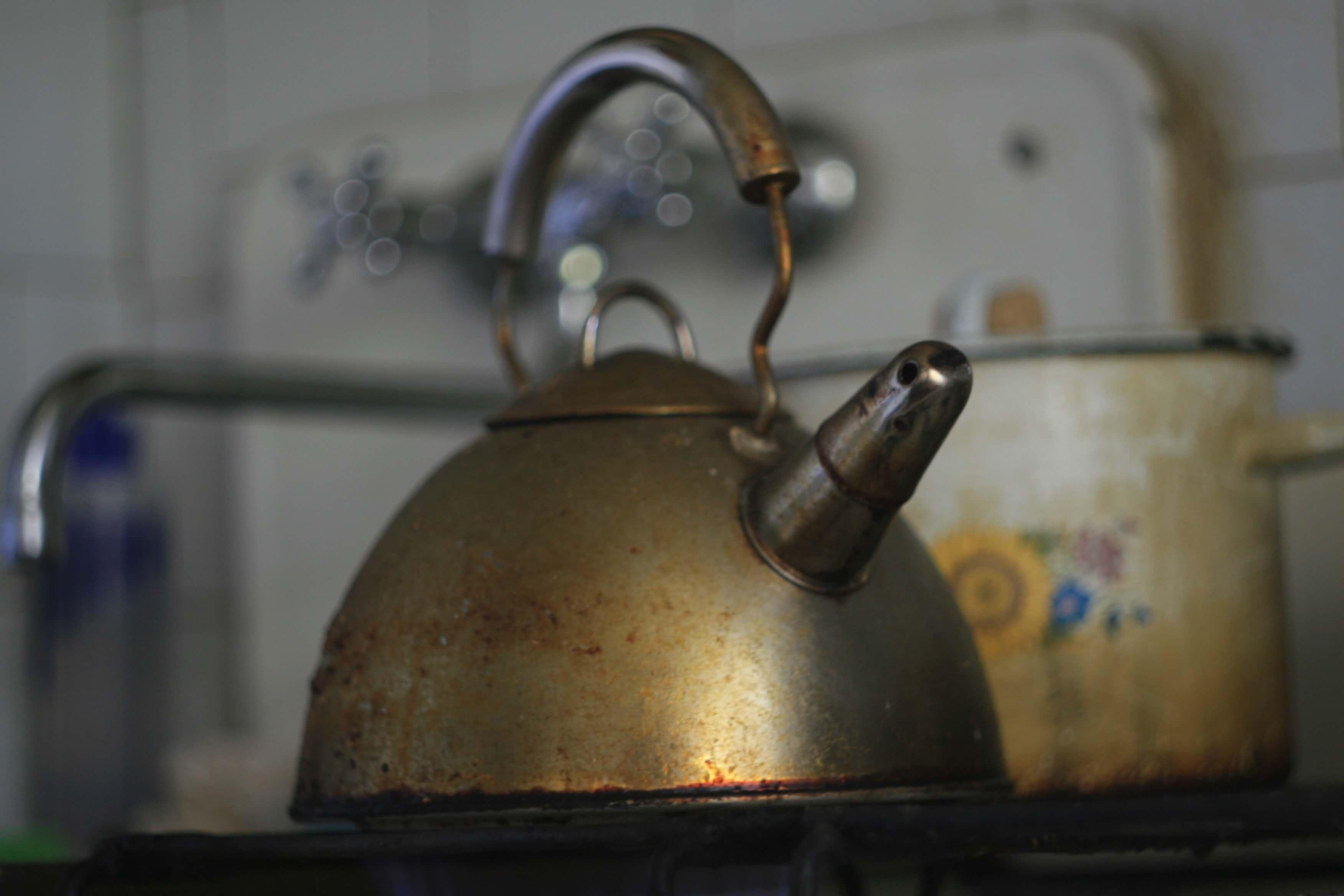 Как вымыть чайник от накипи
