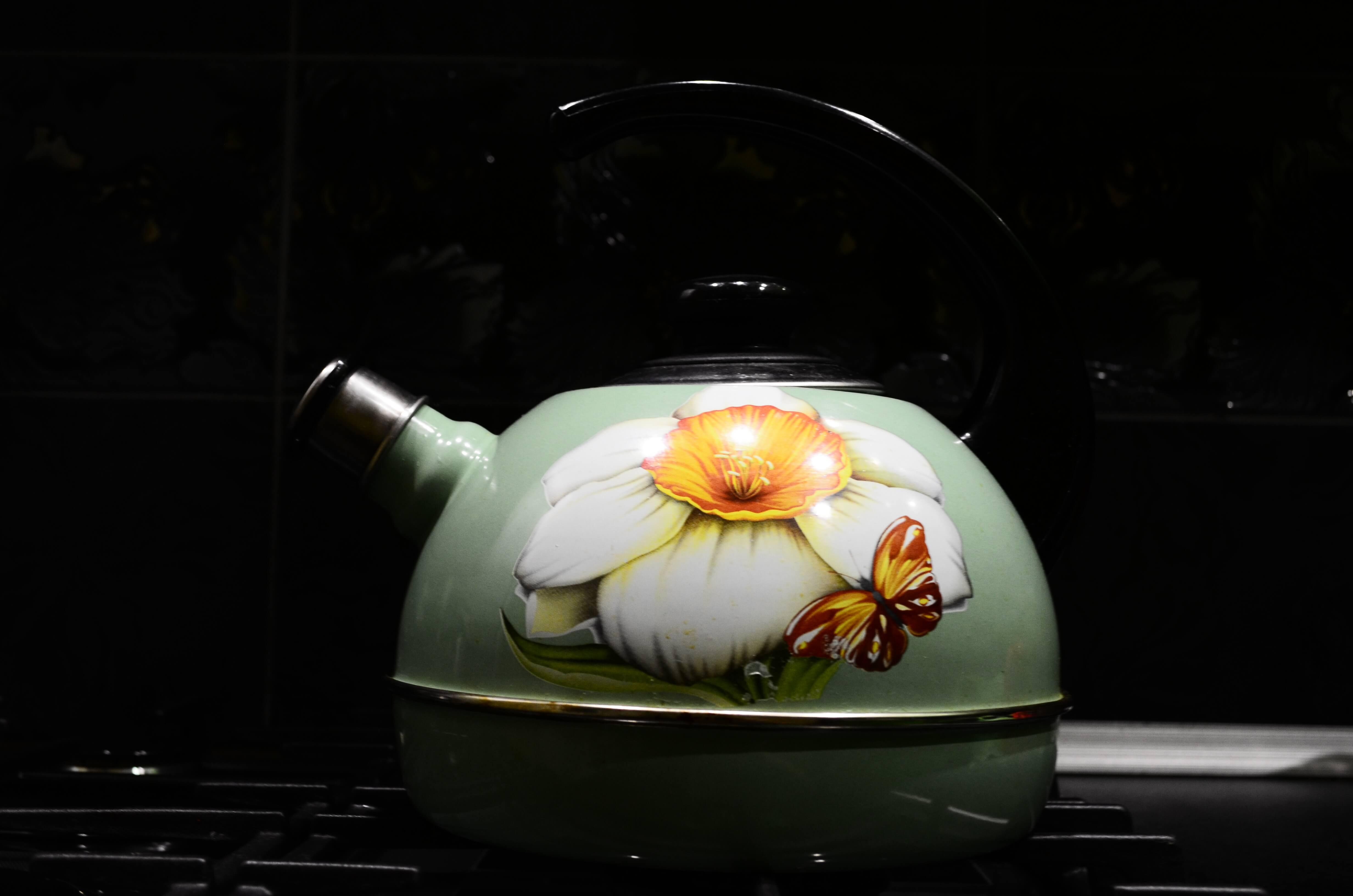 Можно ли содой кипятить чайник