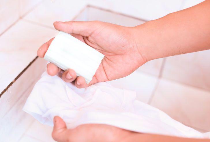 Чем отстирать ручку с белой одежды