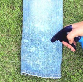 Как закрасить белое пятно на джинсах?