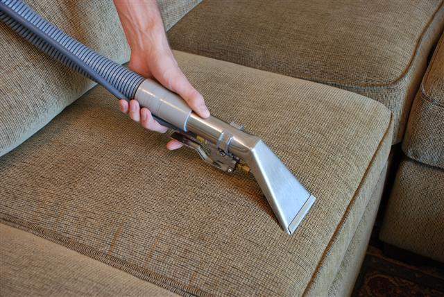 Универсальные средство по очистке мягкой мебели