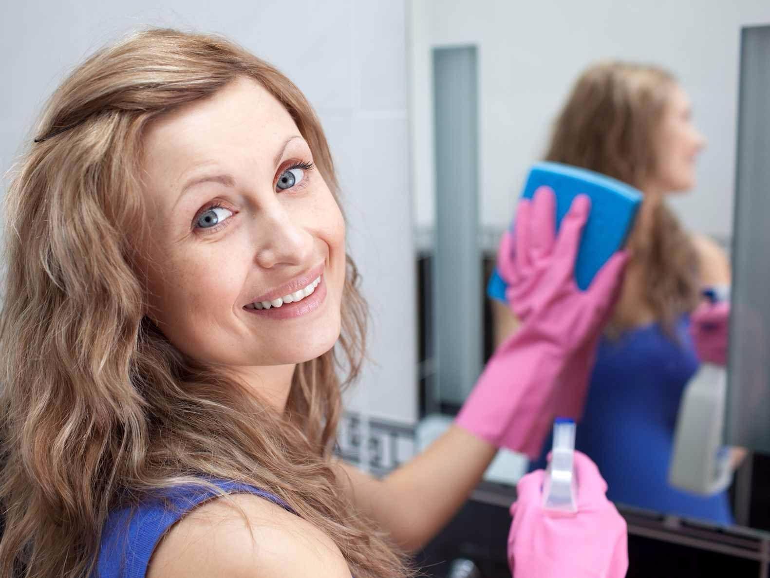 Как очистить зеркало от пятен