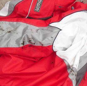 Какими средствами можно отстирать мазуту с куртки