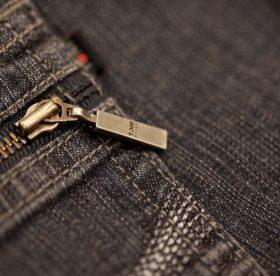 Как и чем вывести пятна ржавчины с джинсов
