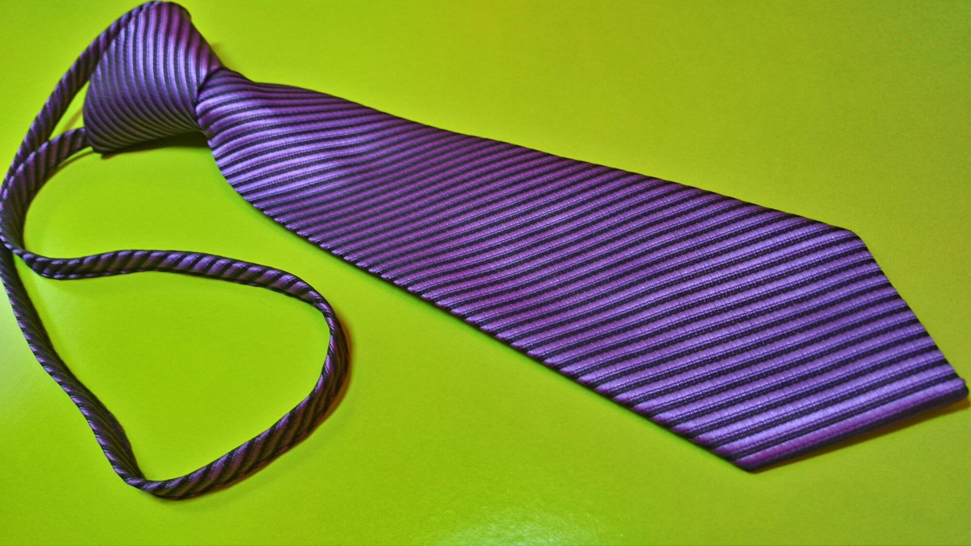 Как правильно постирать и погладить галстук в домашних условиях