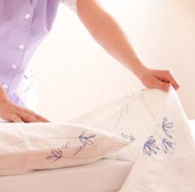 Хозяйке на заметку: как в домашних условиях отстирать грязное постельное белье
