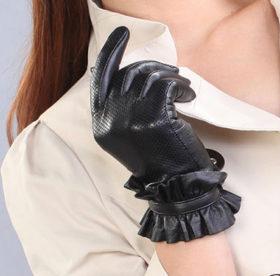 Как можно постирать светлые и темные кожаные перчатки в домашних условиях