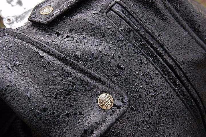 Как убрать пятна на кожаной куртке