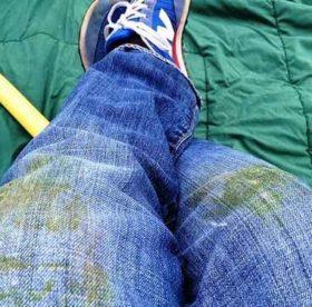 Как отстирать джинсы от пятен самостоятельно и без труда