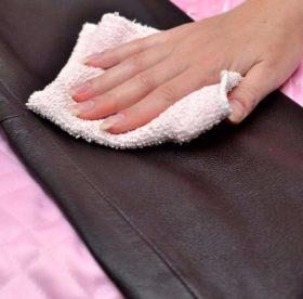 Чем можно быстро и безопасно для кожзама оттереть чернила и другие загрязнения
