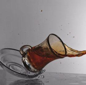 Как полностью вывести старые пятна от чая – проверенные надежные методы