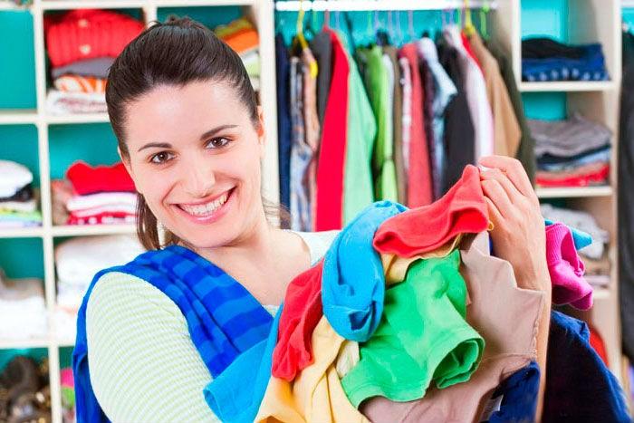 Разноцветные вещи в стиральной машине