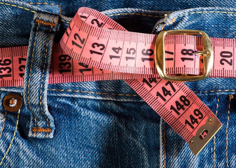 Как постирать джинсы, чтобы они растянулись