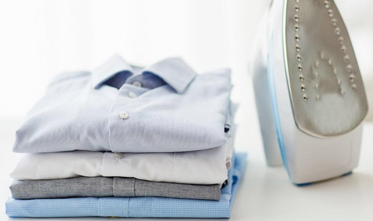 Стопка выглаженных рубашек
