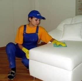 Как почистить и постирать диван от пыли и грязи в домашних условиях