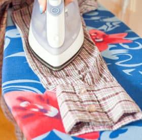 Правильно и методично гладим рубашку с рукавами