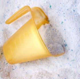 Выбираем порошок для ручной стирки: состав, использование в машине-автомат