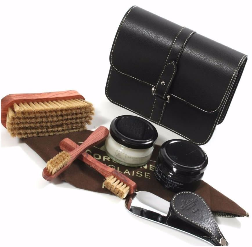Как удалить пятна с кожаных изделий
