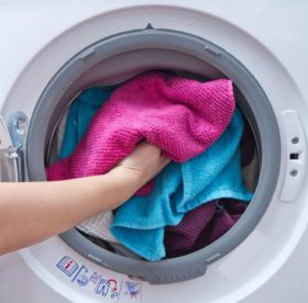Можно ли стирать вещи в стиральной машине